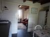 keuken-met-zicht-op-kamer