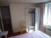 kleine-slaapkamer-zicht-op-deur